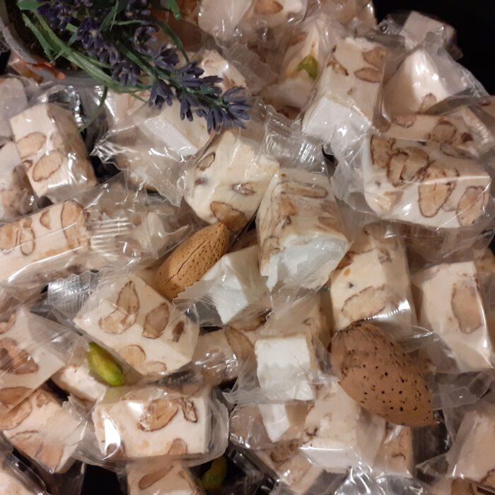 Nougat de Provence. Nougat artisanal avec une fabrication artisanal au miel de lavande.